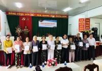 Chương trình Hướng về cộng đồng năm 2020 của khoa Chính trị - Hành chính trao 30 phần quà cho các gia đình chính sách tại xã Sơn Phú, huyện Giồng Trôm, tỉnh Bến Tre